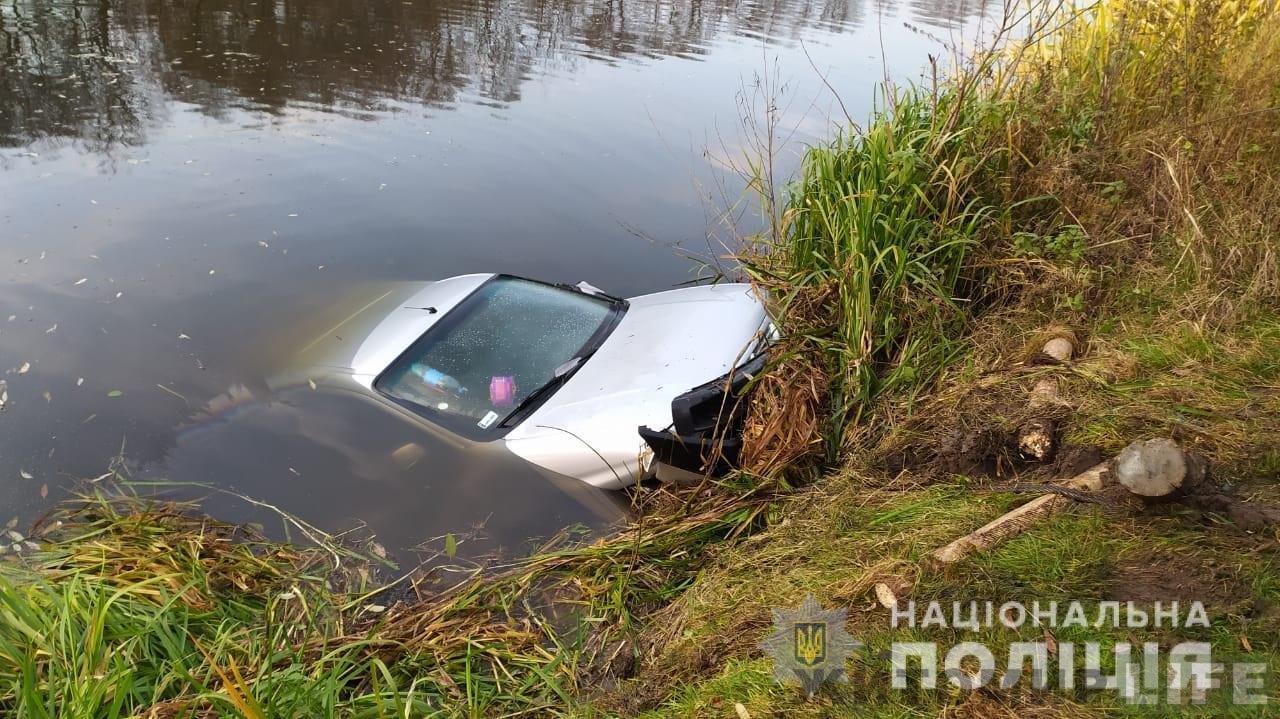 Автомобіль з тілами зниклих кілька днів тому чоловіка та його пасинка виявили у річці Случ на Житомирщині — Житомир.Life